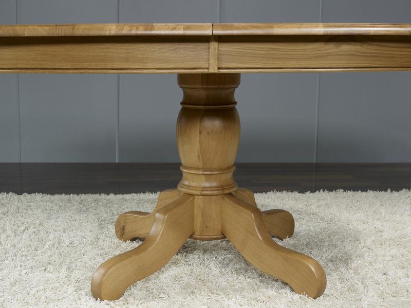 Table Ovale Pied Central Realisee En Chene Massif De Style Louis