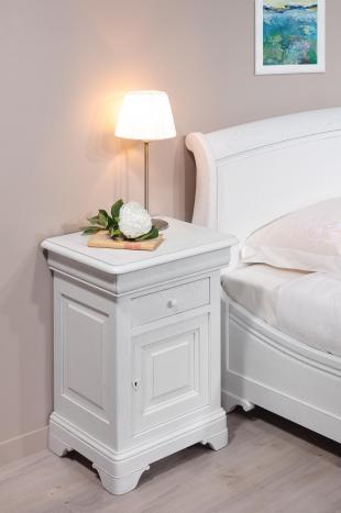 Chevet 1 porte 2 tiroirs Guillaume réalisé en Chêne Massif de style Louis Philippe Finition chêne Brossé Ivoire