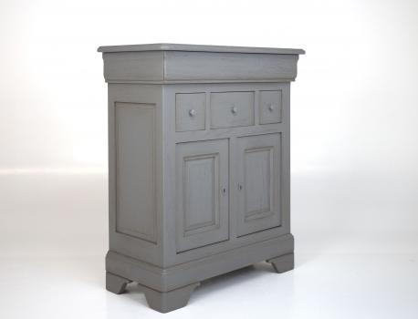 Petit buffet 2 portes 4 tiroirs ethan réalisé en chêne massif de style louis philippe finition chêne brossé gris patiné seulement 1 disponible