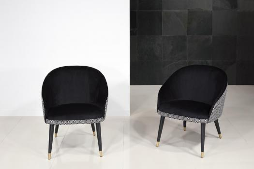Fauteuil Cabriolet Alban avec son intérieur Noir (suédine) Tissu fantaisie pour l'extérieur  4 pieds en hêtre avec base métal doré (le fauteuil est vendu à l'unité) SEULEMENT 2 DISPONIBLE