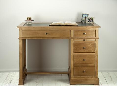Petit bureau Luc réalisé en chêne de style Louis Philippe Surface d'écriture en moleskine verte Finition antiquaire.